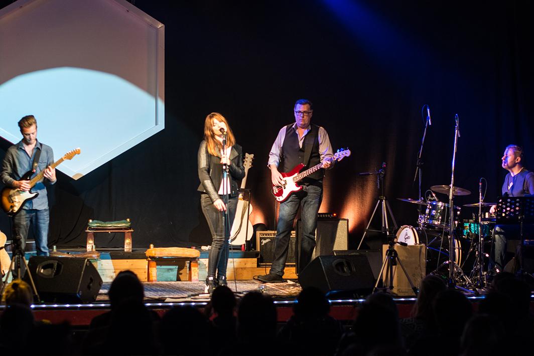 INA PAULE KLINK und die Jovel Haus-Band